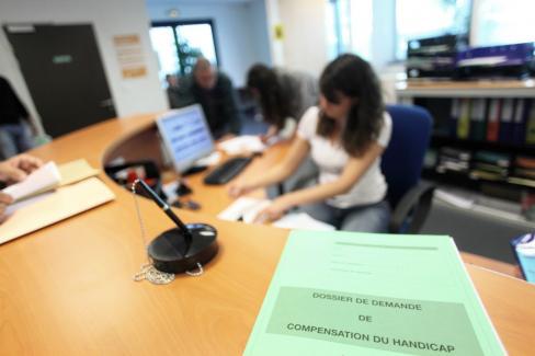 d84360b8f6475d La CNSA ne verse pas directement la prestation de compensation du handicap  (PCH) aux personnes handicapées. En revanche, elle verse aux conseils ...